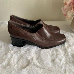 Women's Clarks Un Damson Adele Pump brown heels